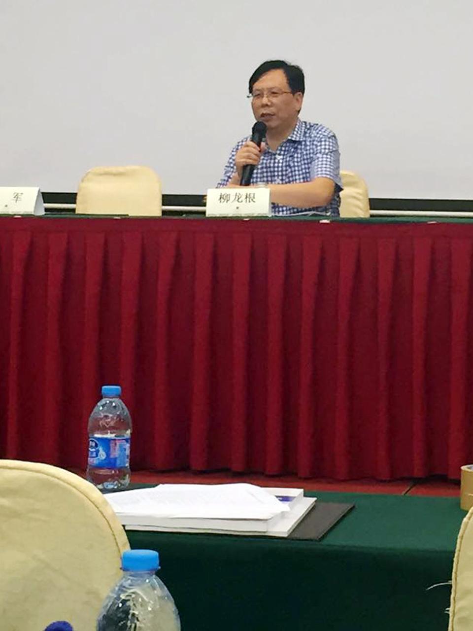 为提高常州、镇江地区感染病和肝病学科临床诊疗水平,共同学习慢性乙肝及相关疾病在诊疗方面的国际最新指南和共识,为本地区的肝病患者提供最先进的诊疗技术和服务,常州三院肝病科于6月13日邀请北京亚太肝病诊疗技术联盟理事长、中华医学会感染病分会副主任委员、首都医科大学附属地坛医院副院长、博士生导师成军教授率领联盟成员来常州讲学。会议由常州市医学会感染病专业委员会主任委员、第三人民医院副院长、肝病科学科带头人柳龙根教授主持,来自三院的肝科专家陆建春主任、郑中伟主任、严桐主任及常州、镇江地区的肝科、肝脏肿瘤科、感染科